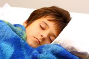 Δημιουργώντας ρουτίνες ύπνου σε ένα παιδί.